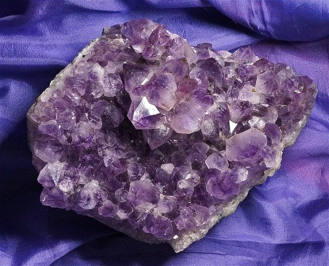 Amethyst - 9 Crystals To Try For The Workplace